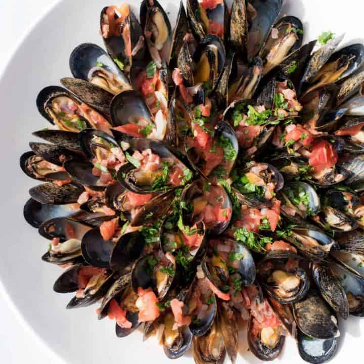 Mussels Fra Diavolo overhead shot in a bowl