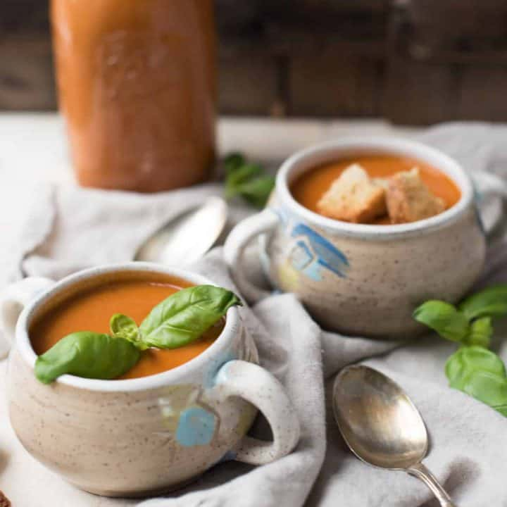 Instant Pot Vegan Creamy Tomato Soup