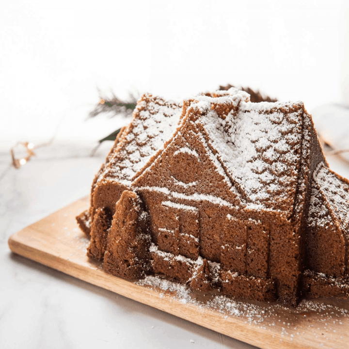 easy gingerbread house cake with confectioners sugar