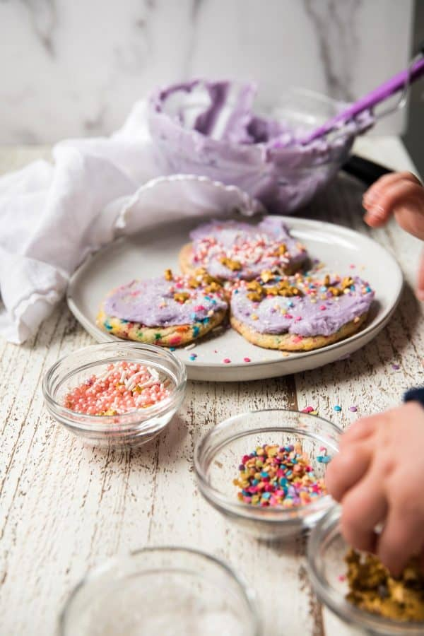 kids decorating sprinkle cookie